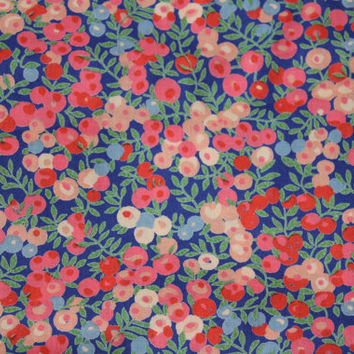 Small Cotton Print Fabric Floral Peach and Green on Navy , Quilting Fabric , Lightweight Cotton Material Over 3-1/2 Yds Floral Cotton Print
