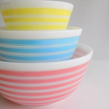Pyrex Rainbow Stripes Mixing Bowl Set, 3 Vintage Nesting Bowls, Pink Blue and Yellow Striped Lines, Cheerful Kitchen Milk Glass