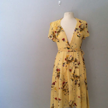 1970s floral wrap dress / vintage yellow floral dress