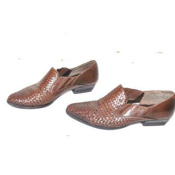 size 9 WOVEN brown leather booties vintage 80s 1980s POINTY slip on WESTERN chelsea ankle boots