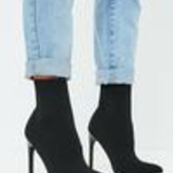 Missguided - Black Knitted Pointed Toe Sock Ankle Boot