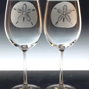 Sand Dollar Wedding wine glasses  , hand engraved large wine glass set, beach Wedding decor, beach brides coastal barware beach decor