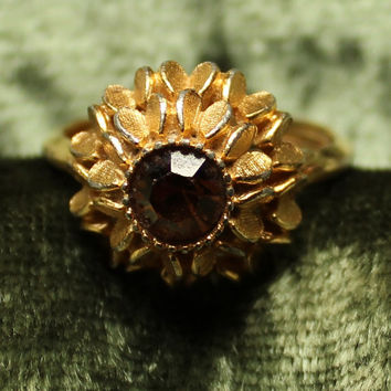Vintage Gold Tone Star Burst Avon Ring With Chocolate Diamond Rhinestone
