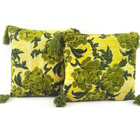 Mid Century Velvet Pillows with Tassels / Set of 2 Green Cushions / Vintage Modern Decor / Toss Pillows / Inserts Included / Trendy Retro