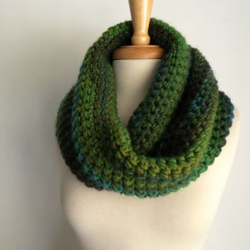 Crochet Cowl Scarf Green Moebius Hooded Scarf Striped Yarn Necklace