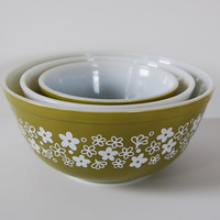 Set of Three Pyrex Crazy Daisy Mixing Bowls by BoldSparrowVintage