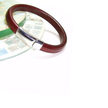 Regaliz Bordeaux Leather Bracelet,Licorice Leather, Stainless Steel Clasp,Unisex Leather Bracelet