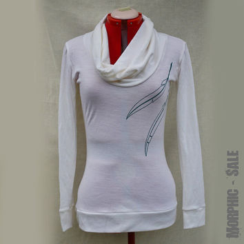 Cozy & Soft Merino Wool Top, Cream with Petral Feathers Print