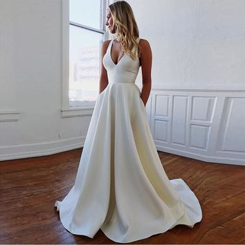 Simple V-neck Wedding Dresses Cut-Out Bow Back Beach Wedding Gown