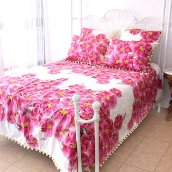 PINK BEDDING SET     Gorgeous Pink Floral Bedding Set . Reversible Queen Duvet Cover . Two Standard Shams and Two Euro Shams . Only One Set
