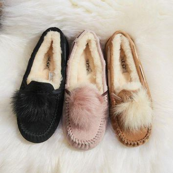PEAP2Q ugg women s dakota pom pom shoes