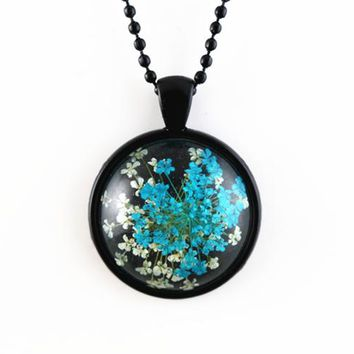 Natural Blue and White Dried Flowers Pendant Necklace