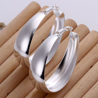 Smooth Oval Shaped Silver Earring