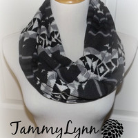 NEW!  Navajo Indian Blanket Gray Black Creme Beige Hacci Sweater Knit Infinity Unisex Scarf Mens and Women's Accessories