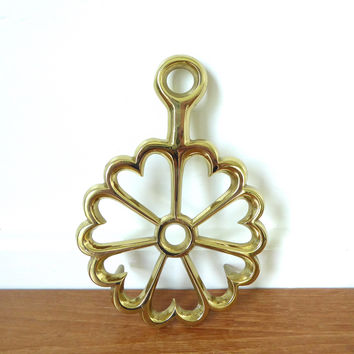 Virginia Metalcrafters brass trivet, pattern hearts in circle #5-23