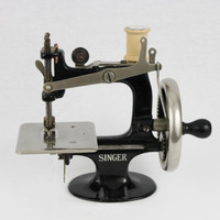 Antique 1910s Singer Model 20 Toy Sewing Machine