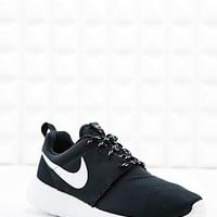 Nike Roshe Running Trainers in Black - Urban Outfitters