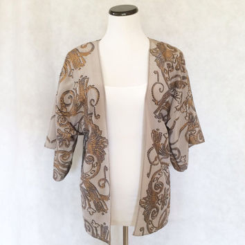 Pale Silver Gray and Gold Scrollwork Print Silk Open Front Jacket Draped Sleeve Kimono Cardigan Chic Fall Topper Flutter Sleeve Wrap
