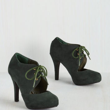 Minimal Prophetic Aesthetic Heel in Fir
