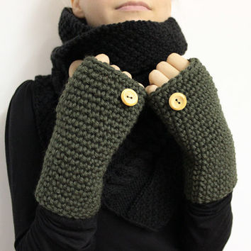 Olive Wrist Warmers, Chunky Texting Mitts, Fingerless Gloves, Dark Green Mittens, Wool Hand Warmers, Bulky Open Gloves, Green Texting Gloves