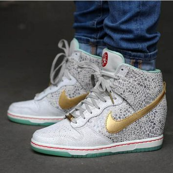 Nike Dunk Sky Hi Essential Inside Heighten woman Leisure High Help Board  Shoes e8831c1261