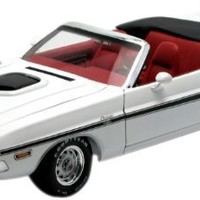 GreenLight 1:18 1970 Dodge Challenger R/T Convertible - White With Black Stripes