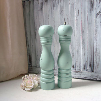 Tall Mint Green Salt and Pepper Set, Sea Glass Green Vintage Pepper Grinder and Salt Shaker Set, Shabby Chic Kitchen, Wedding Gift Ideas