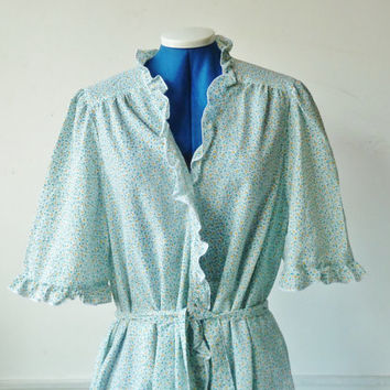 vintage FRILLY spring dressing gown . ditsy floral patterned robe. 3/4 sleeves. large. green white yellow