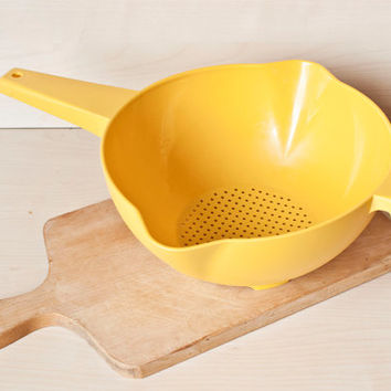 Tupperware Large Sunny Yellow Colander Strainer for Vegetables Fruit Pasta