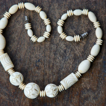 Vintage Galalith Choker Necklace Art Deco Carved French Bakelite Milk Plastic Faux Ivory Beads Graduated 1930's // Vintage Costume Jewelry