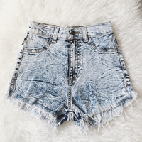 Noemi Distressed High Waist Shorts (Medium Wash)