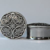 "Silver Renaissance Style Plugs, gauges 1"" and 1 1/8"""