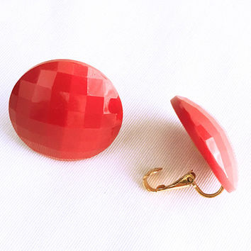Red Button Earrings - Round Earrings - Vintage Lucite Earrings - Carved - Vintage Jewelry - Clip On Earrings - Mid Century Vintage -