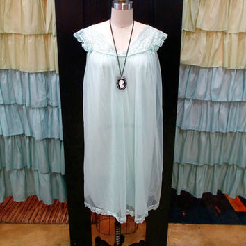 1950s Pale Green Seafoam Short Babydoll Peignoir Nightgown Sheer with Lace and Bows