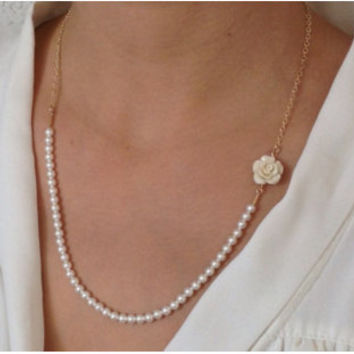 Delicate White Pearls and Flower Necklace / 14k Gold Filled Necklace / Pearls Necklace / Bridal Necklace