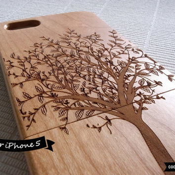 SALE30%OFF: Natural Wood iPhone 5 Case - Engraved Tree iPhone Case // Forrest, Sculpture, Cherry Wood, Art, Gift, Laser Engraving, Nature
