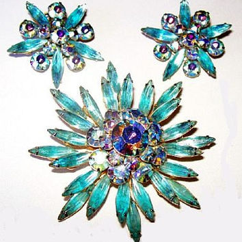 Judy Lee Holiday Brooch Earring Set Aqua Blue Rhinestones Snowflake Design Gold Metal Vintage