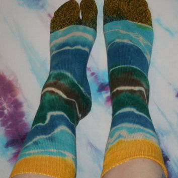 Tie Dye Flip Flop Socks Rainbow with Yellow Ends