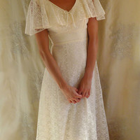 Vintage Bohemian Wedding Gown... Size 6... women dress country prairie free people woodland whimsical lace ivory
