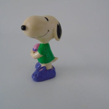 Easter Snoopy Comic Strip Peanuts UFS INC PVC Plastic Figurine Charlie Brown Friend Peanuts Gang