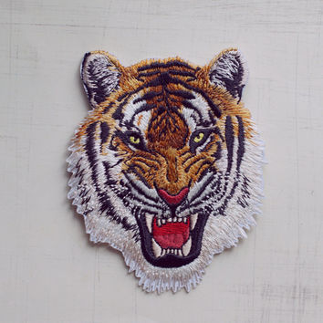 9.8 x 7.5cm, Tiger Iron On Patch (P-434)