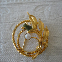 Sarah Coventry Vintage Gold Tone Jade Pearl Floral Brooch Pin