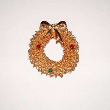 Vintage Gold Mesh Brooch Christmas Wreath Circle Woven Red Rhinestones Costume Jewelry
