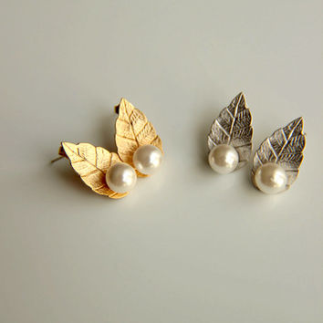 Earrings:Gold and rhodium plated stud  earrings  with white pearls and leaves, gold plated studs earring elegant leaves and