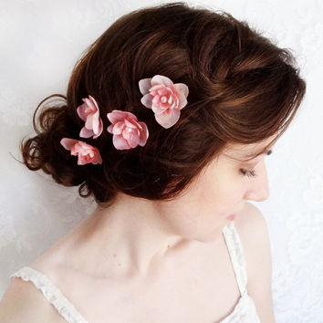 wedding hair accessories, bridesmaid hair pins, blush pink silk flower hair accessory, light pink bobby pins, bridal hair clip with pearls
