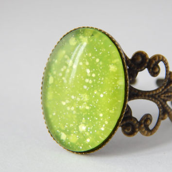 Moon Dust Mood Ring - Lime Green To Forrest Green - Mood Ring - Mood Rings - Green Stone Rings - Glitter Rings - Filigree Rings