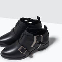 Leather ankle boot with buckles
