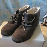 1970-1980  grey suede leather Hush Puppies  ankle boots women size 8