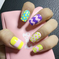 Serrated Stripe Dots Candy Fake Nails Rainbow False Nails Acrylic Full Cover Nails Tips Manicure Products 24Pcs Z108
