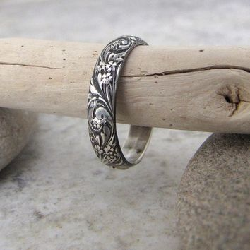 Floral Pattern Ring Silver Band Antiqued Bouquet